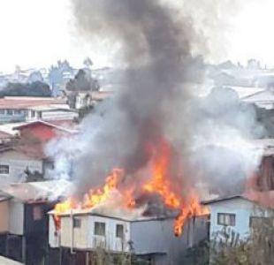 Valparaíso: Incendio ha consumido al menos dos casas en Rodelillo