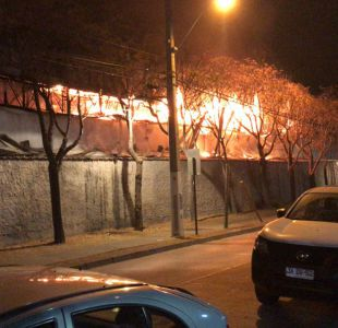 [VIDEO] Incendio afecta a supermercado Unimarc en Vitacura