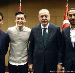 Seleccionados alemanes son criticados por fotos con Erdogan