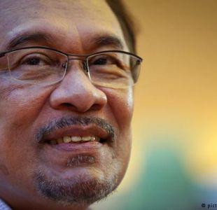 Liberan a líder opositor en Malasia