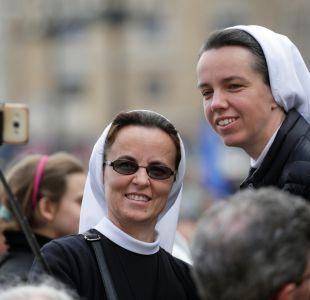 Vaticano pide a monjas que usen redes sociales con discreción y sobriedad