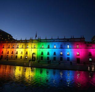 [VIDEO] Día contra la homofobia y transfobia: La Moneda se ilumina con los colores de la diversidad