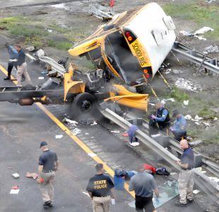 Accidente entre bus escolar y camión de basura deja 2 muertos y 43 heridos en Nueva Jersey