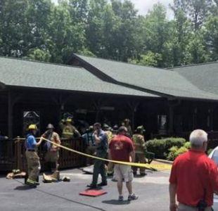 Conmoción por hombre que chocó su auto contra un restaurante y mató a su hija y su nuera