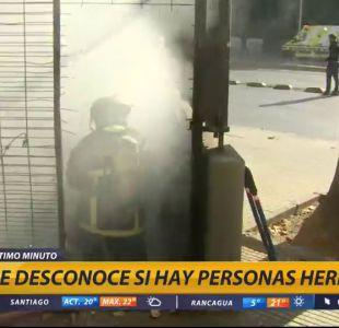 [VIDEO] Incendio se registra en paso bajo nivel en centro de Santiago