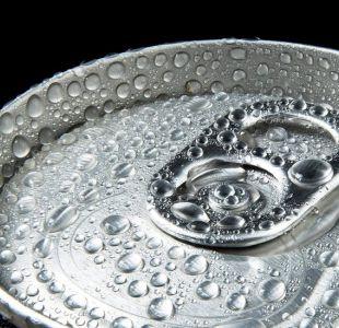 Así funcionan las primeras latas de bebidas del mundo que se enfrían solas
