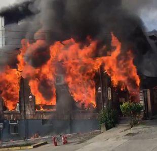 [VIDEO] Incendio destruyó reconocido restaurante La Marca en Puerto Varas
