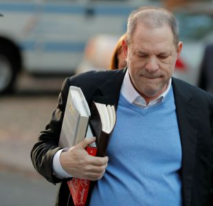 [VIDEO] Harvey Weinstein se entrega a la policía 7 meses después de ser denunciado por acoso sexual