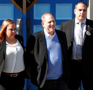 [VIDEO] Weinstein queda en libertad tras entregarse a la policía y pagar millonaria fianza