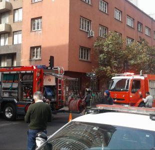 [FOTOS] Fuerte explosión se registra en edificio de Santiago Centro