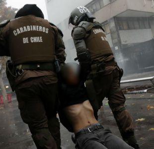 Estudiantes del Instituto Nacional se enfrentan con Carabineros tras manifestación