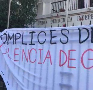 [VIDEO] Estudiantes feministas se toman sede de la UDI