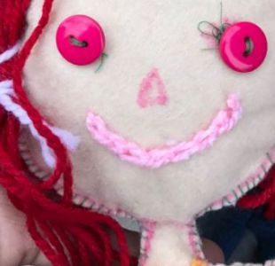 Metro se suma a la tierna búsqueda de la dueña de una muñeca perdida