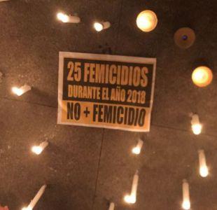 [VIDEO] Grupos feministas realizan velatón frente a La Moneda en rechazo a últimos femicidios