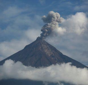 [VIDEO] Impresionantes registros de erupción volcánica en Guatemala captados por un dron
