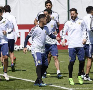 Messi debuta con fuerte presión y bajo la sombra de Cristiano