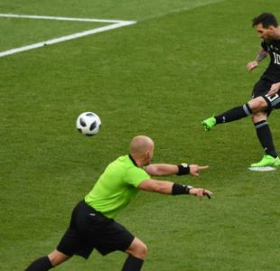 [VIDEO] ¡Se lució! Halldorsson le atajó un penal a Lionel Messi