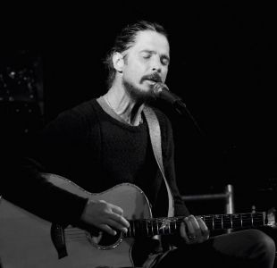 Hija de Chris Cornell publica grabación con su padre de Nothing Compares to you