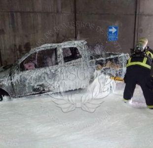[FOTO] Vehículo se incendia en túnel de la Autopista Central