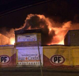 [VIDEO] Incendio afecta a locales de la Vega Central de Antofagasta