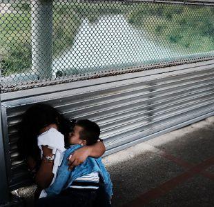 [VIDEO] El emotivo reencuentro de una madre con su hijo tras ser separados en la frontera