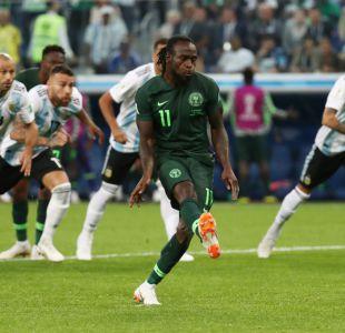 [VIDEO] Victor Moses empata el partido frente a Argentina con un penal