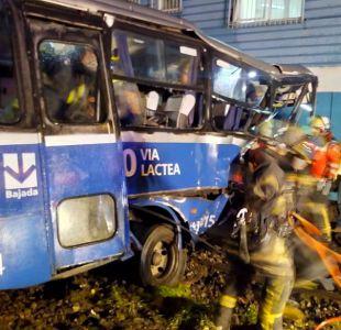 [VIDEO] Talcahuano: Choque de tren de carga con microbus deja al menos 15 lesionados