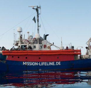 ¿Quién se debería hacer cargo de los barcos con migrantes rescatados en el mar Mediterráneo?