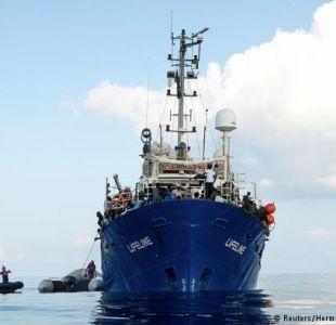 Barco alemán con más de 200 inmigrantes no tiene puerto donde atracar
