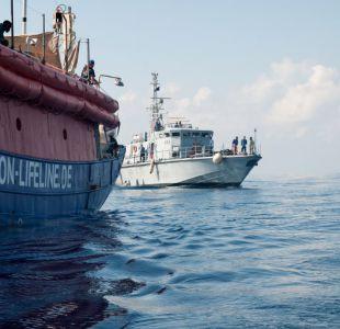 """Los más de 200 migrantes del barco alemán """"Lifeline"""" esperan desembarco frente a las costas de Malta"""