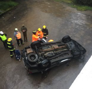 [VIDEO] Accidente automovilístico deja un muerto en medio intensas lluvias en región del Biobío