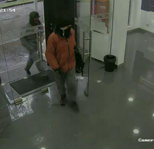 [VIDEO] Delincuentes roban tienda de celulares utilizando dispositivos de electroshock en Concepción