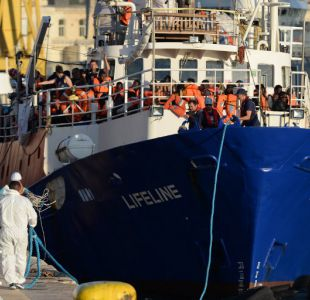 """Barco """"Lifeline"""" se encuentra retenido en costas de Malta mientras el capitán es interrogado"""