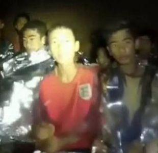 Niños atrapados en Tailandia: 3 consejos de supervivencia de uno de los mineros chilenos rescatados
