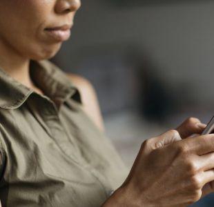¿Es cierto que las empresas usan el micrófono de tu teléfono para escucharte?