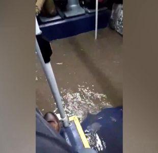 [VIDEO] Buses del Transantiago se inundaron con las lluvias