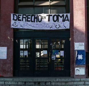 Estudiantes deponen toma feminista en Facultad de Derecho de la U. de Chile