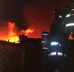 [FOTO] Incendio en Pudahuel deja a dos personas fallecidas