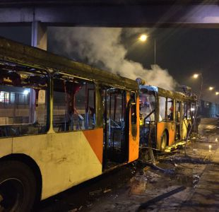 [VIDEO] Bus del Transantiago se incendia en La Cisterna