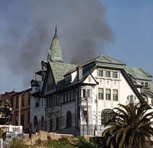 [VIDEO] Bomberos de Valparaíso trabaja en incendio en Cerro Alegre