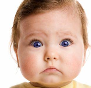 Las razones por las que los bebés casi no parpadean