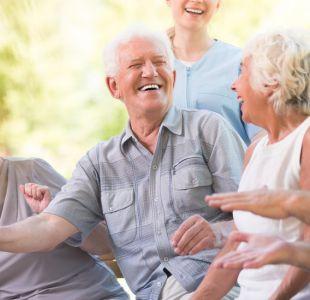 Senior cohousing: la tendencia de envejecer rodeado de amigos como alternativa a los asilos