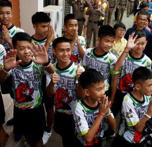 [VIDEO] Niños atrapados en cueva de Tailandia aseguran que fue un milagro poder salir