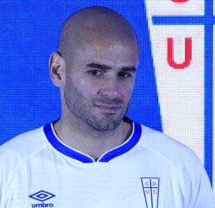 """[FOTOS] Sáez quiere brillar con nueva camiseta de la UC: """"A mojarla con todo en este torneo"""""""