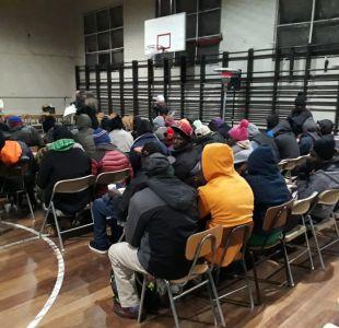 [FOTOS] Liceo Lastarria abre sus puertas para resguardar a migrantes que esperan sus trámites