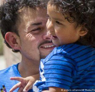 EE.UU. solo ha reunido a 450 niños migrantes con sus padres