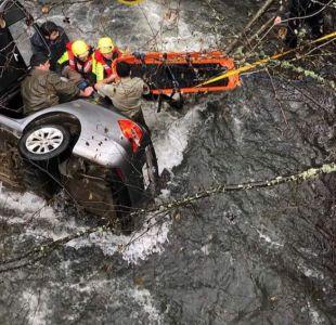 [VIDEO] Un muerto y seis rescatados deja caída de vehículo a río en la región del Biobío