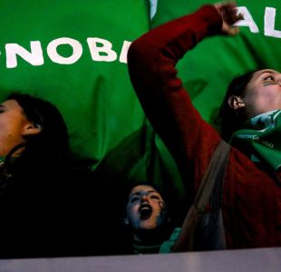 Manifestantes participan en marcha por el aborto libre