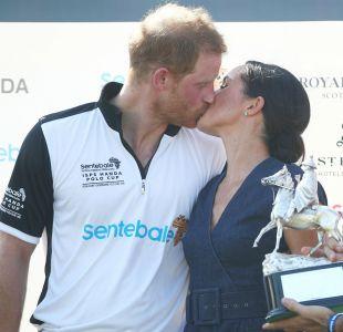 [FOTOS] El apasionado beso de Meghan al príncipe Harry tras ganar un juego de polo