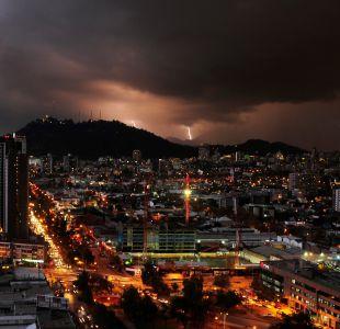 Dirección Meteorológica emite aviso por tormentas eléctricas entre Coquimbo y Santiago